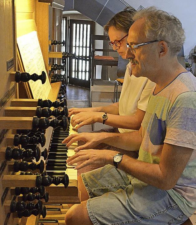 Gerhard Gnann und Christiane Lux an der Metzlerorgel   | Foto: G. Hennicke