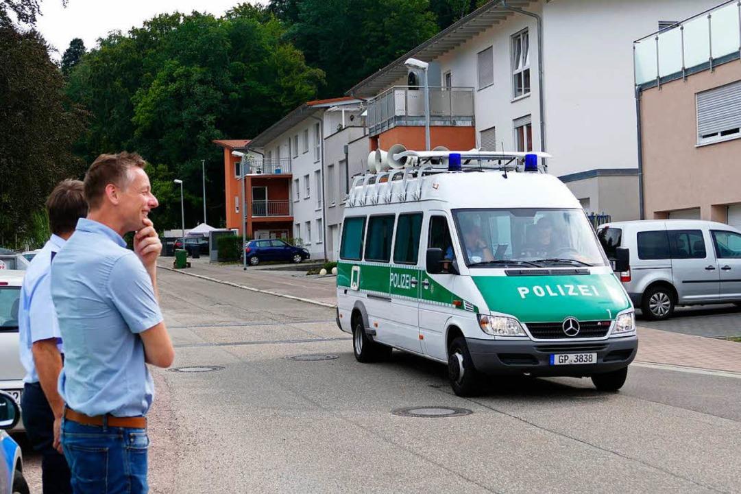 Die Polizei bei der Evakuierung  | Foto: Mark Alexander