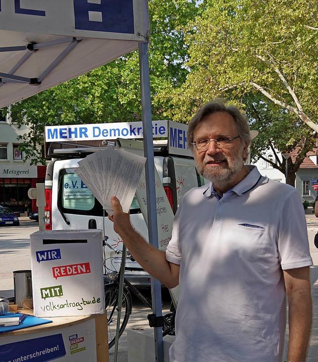 Werner Illenberger brachte gleich mehr...ulare auf den Marktplatz in Kehl mit.   | Foto: christeleit