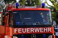 Feuerwehrfahrzeug auf dem Weg zu Brand in Lörrach in Unfall verwickelt