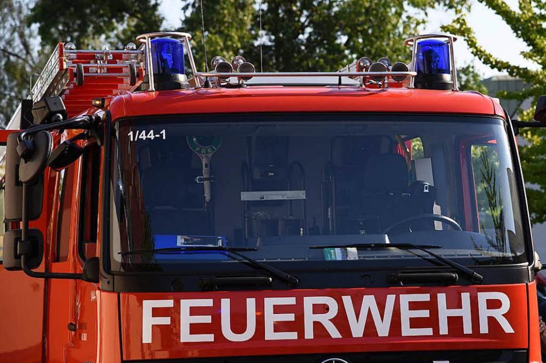 Ein Feuerwehrfahrzeug wurde auf dem We... einen Unfall verwickelt (Symbolbild).  | Foto: Jonas Hirt