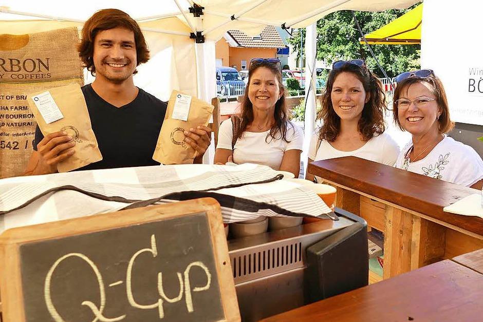 """Thomas Kiupel versorgt die Marktbesucher mit frischgemahlenem Kaffee. Für den Lorenzemärt hat er eine """"Lorenzi-Mischung"""" entwickelt. (Foto: Nikola Vogt)"""