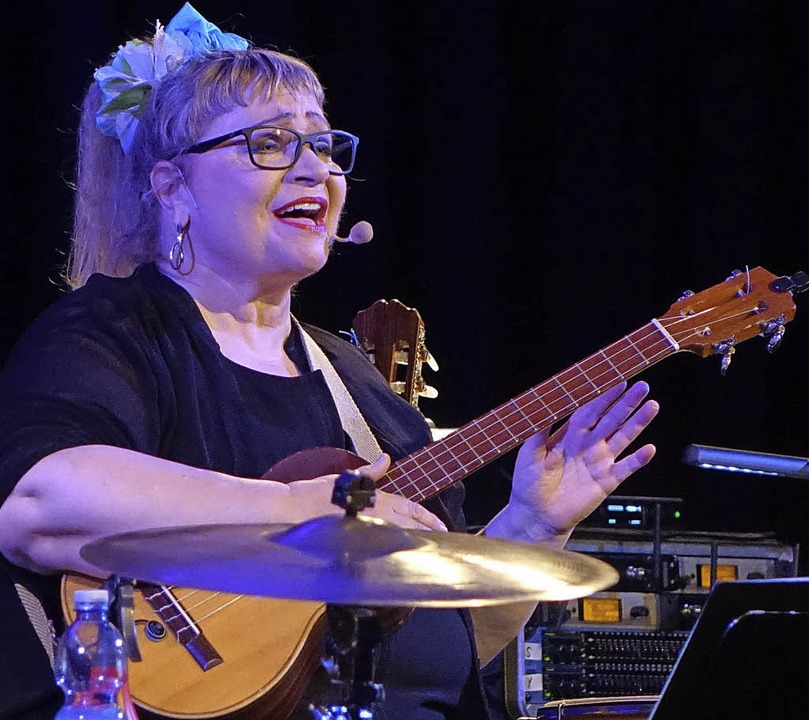 Weltmusik in mehreren Sprachen bot Sän... Hug bei ihrem Konzert in Laufenburg.   | Foto: Roswitha Frey