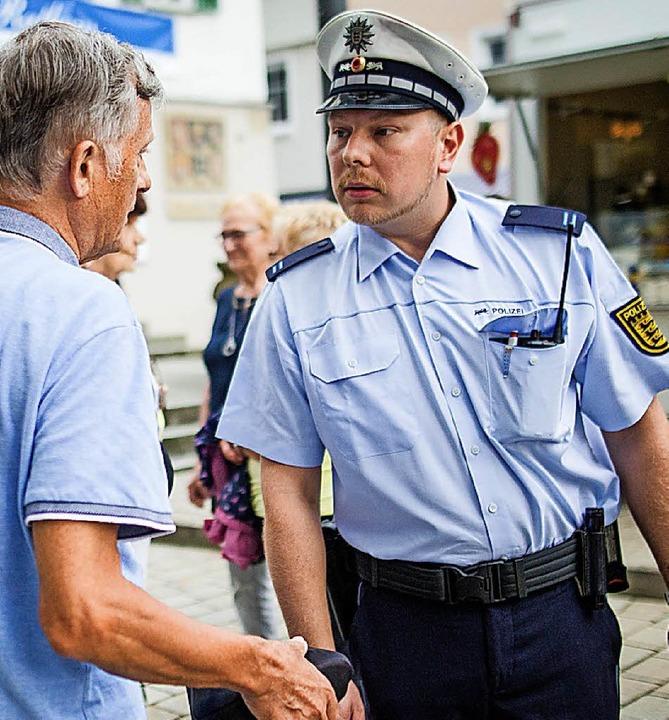 Gespräch mit dem Bürger: Dominik Grutza, Polizeifreiwilliger   | Foto: dpa