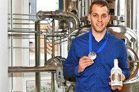Mundart-Gin: Zweimal Gold für Fabian Vögtle