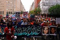Ein Jahr nach Charlottesville: Tausende stellen sich Rechten entgegen