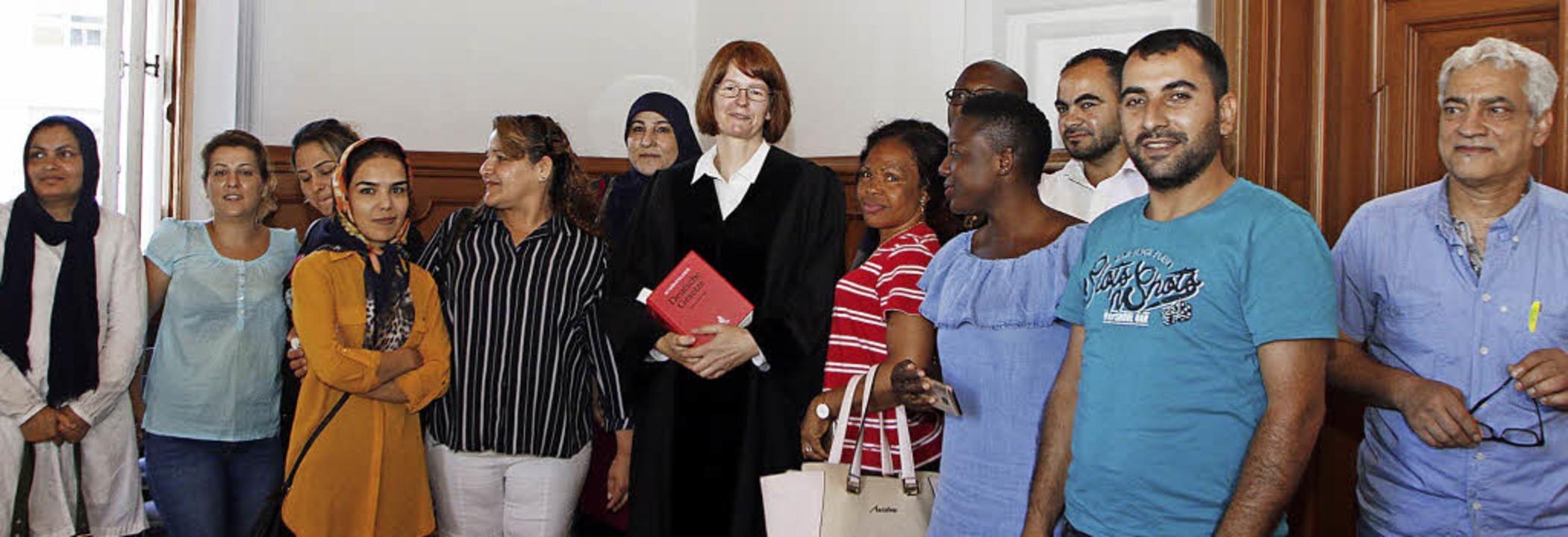 Die Teilnehmerinnen und Teilnehmer des...es  mit Richterin Dorothee Granderath   | Foto: Heidi Fössel