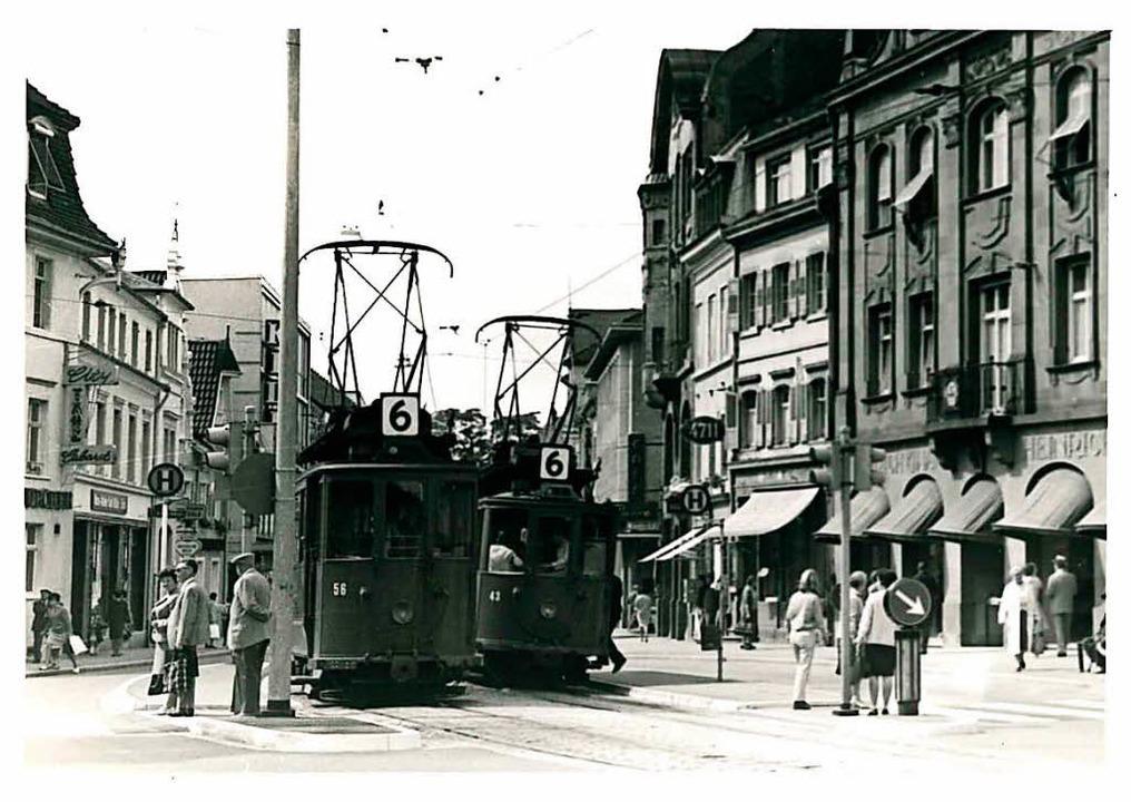 In den 60er-Jahren fuhr die Tram noch über den Marktplatz.  | Foto: BZ