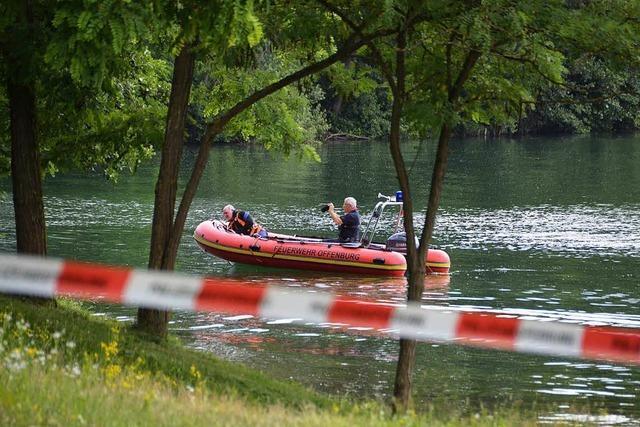 Rettungskräfte bergen toten Schwimmer aus Badesee bei Bühl