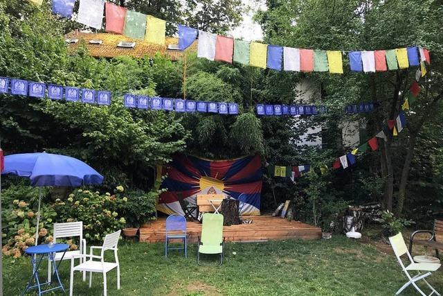 Eine wirklich verborgene Theke: Das Tibet Kailash Gartencafé
