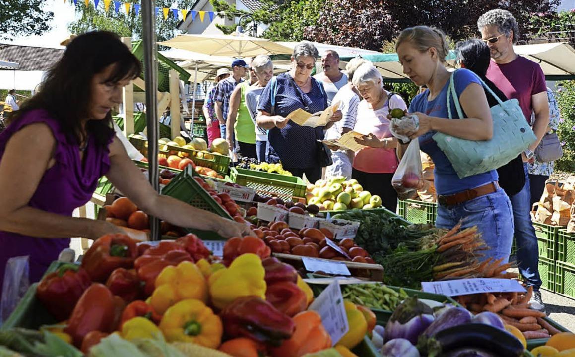Andrang herrschte am Sonntag auf dem Bauernmarkt.    Foto: Roland Vitt