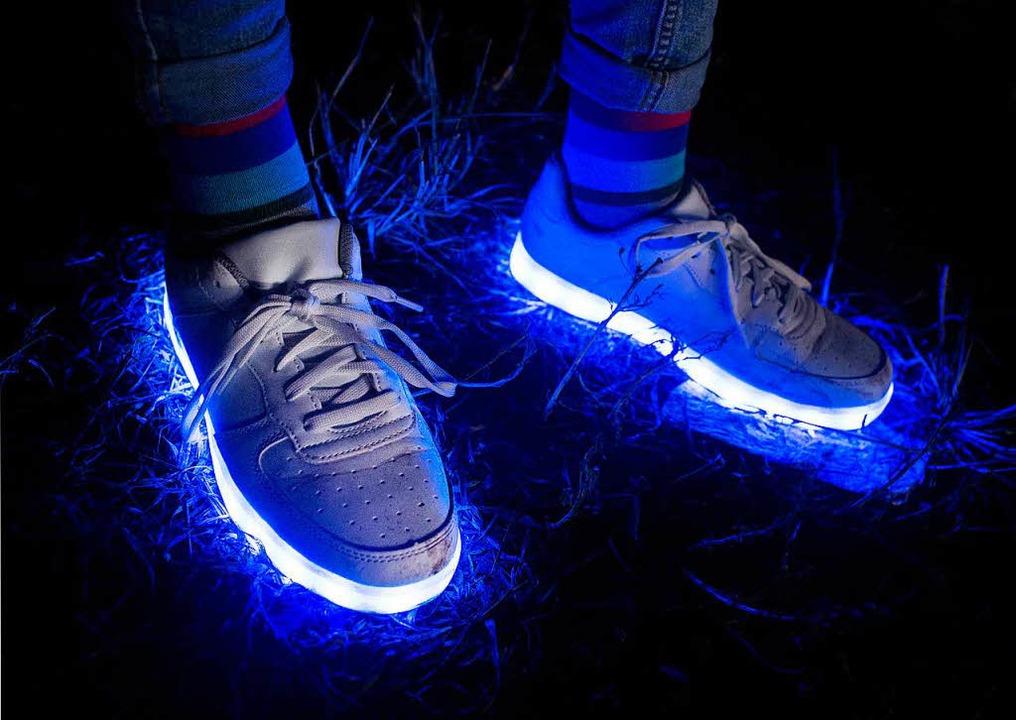 Auch blinkende Sportschuhe sind Elektroschrott.   | Foto: dpa