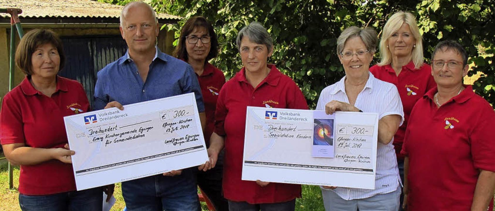 Den beachtlichen Betrag von 600 Euro h...dern, Claudia Prange und Bärbel Müller  | Foto: Jutta Schütz