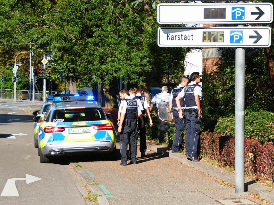 Überall in Offenburg fahndeten Polizei...h des Freiburger Platzes festgenommen.