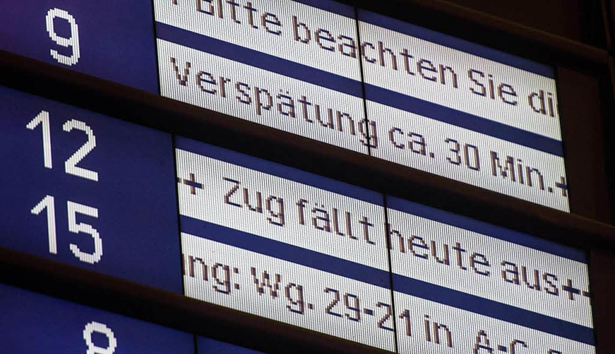 Fährt ein Zug dem Fahrplan sechs Minut...mehr hinterher, gilt er als verspätet.  | Foto: dpa