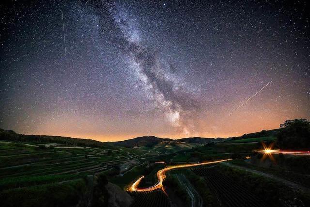 Futuristischer Nachthimmel über dem Kaiserstuhl