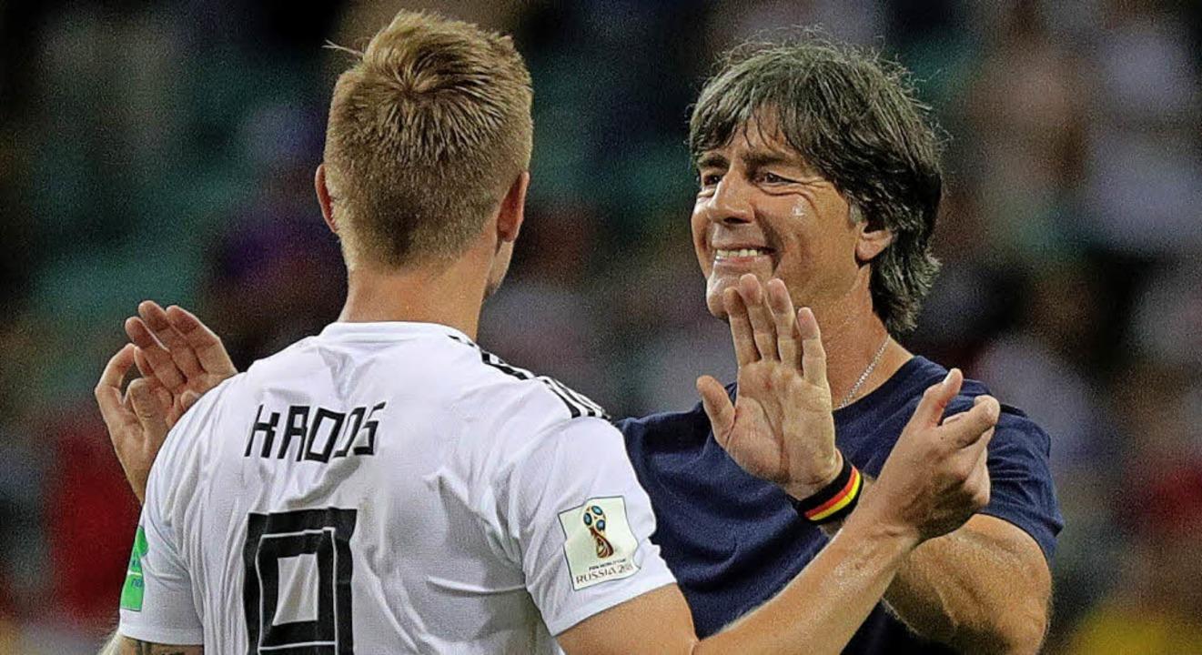 Können oder wollen nicht aufeinander v...ni Kroos und Bundestrainer Joachim Löw  | Foto: dpa