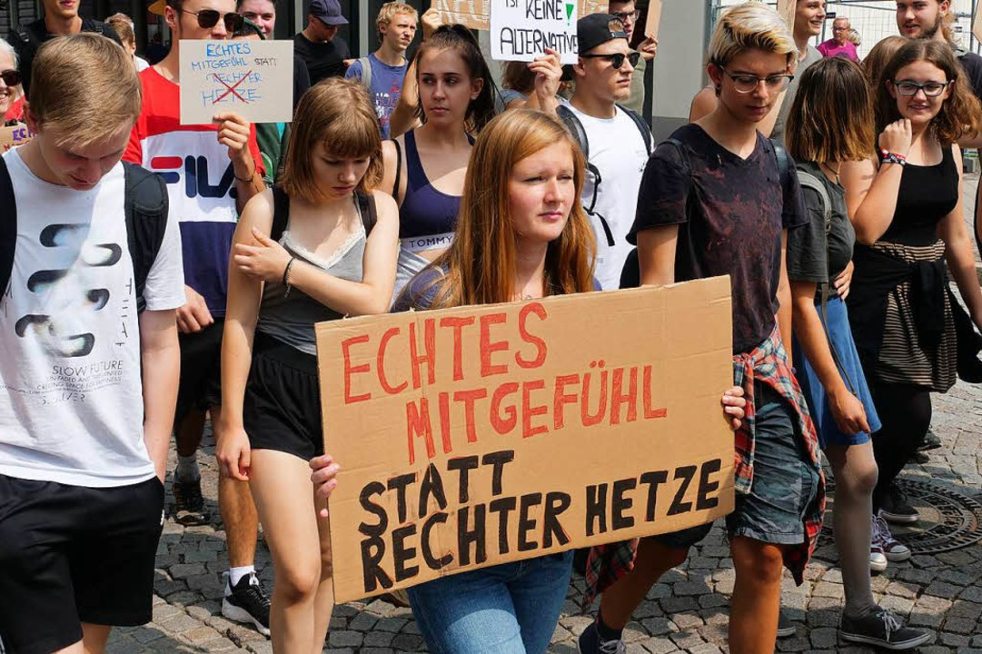 In Offenburg trafen 200 bis 300 AfD-An...so große Gegendemonstration. Offenburg    Foto: Patrick Kerber