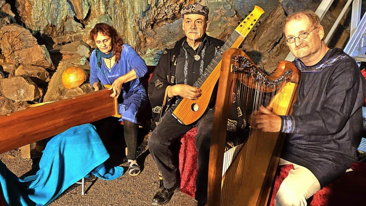 In der  Erdmannshöhle Hasel gaben der ...chen Liebesliedern und Harfenstücken.   | Foto: Roswitha Frey