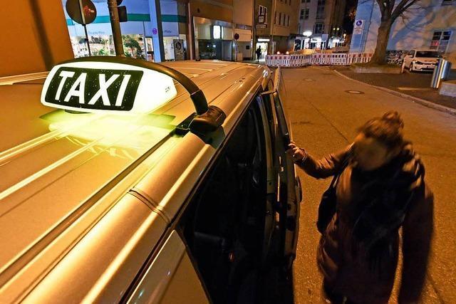 Das Frauen-Nachttaxi in Freiburg ist ein Flop - was nun?