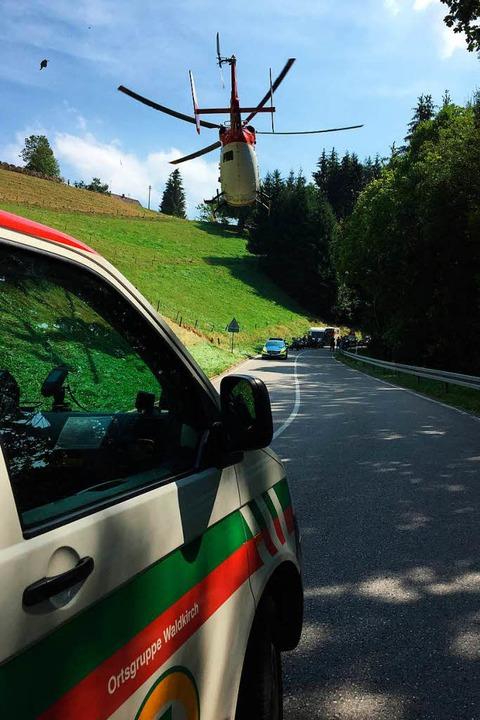 Die Bergwacht Waldkirch rettet am Sonn...bei einem Überholmanöver gestürzt ist.    Foto: Bergwacht Freiburg