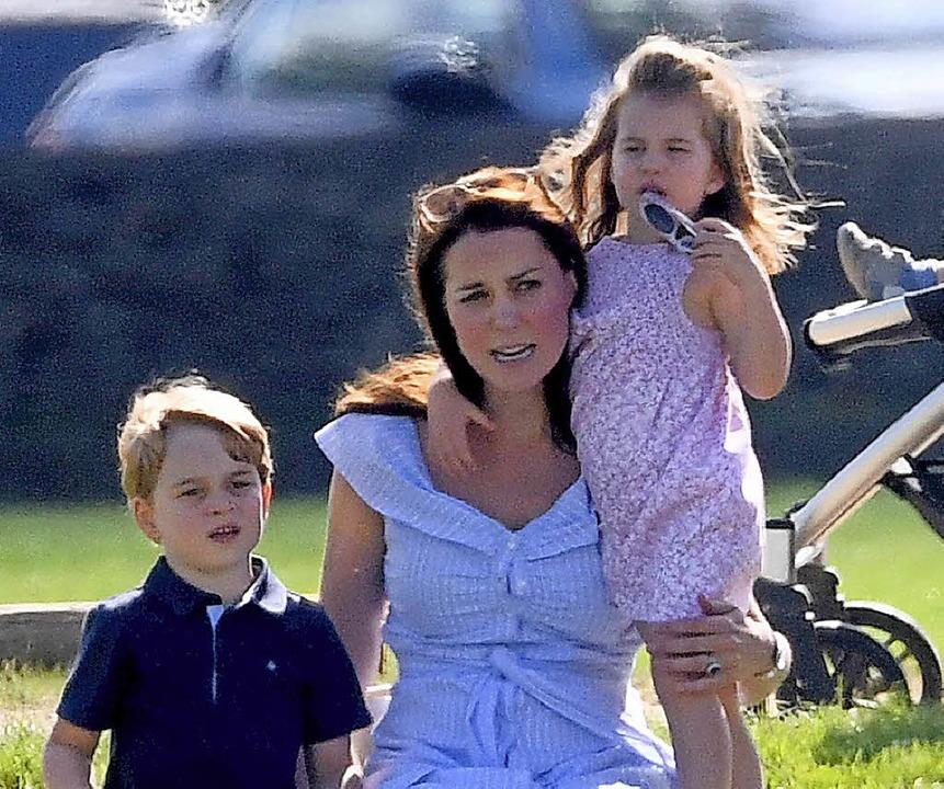 Herzogin Catherine mit ihren Kindern  George (5) und Charlotte (3)    | Foto: ZDF/Imago