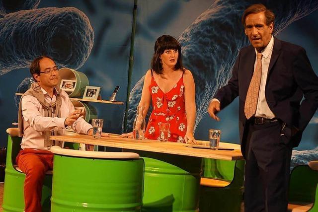 Die Theatergruppe Rattenfänger inszeniert den Muttenzer Deponiestreit auf der Bühne