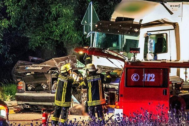 Drei Menschen nach Zusammenstoß in Kreisverkehr gestorben