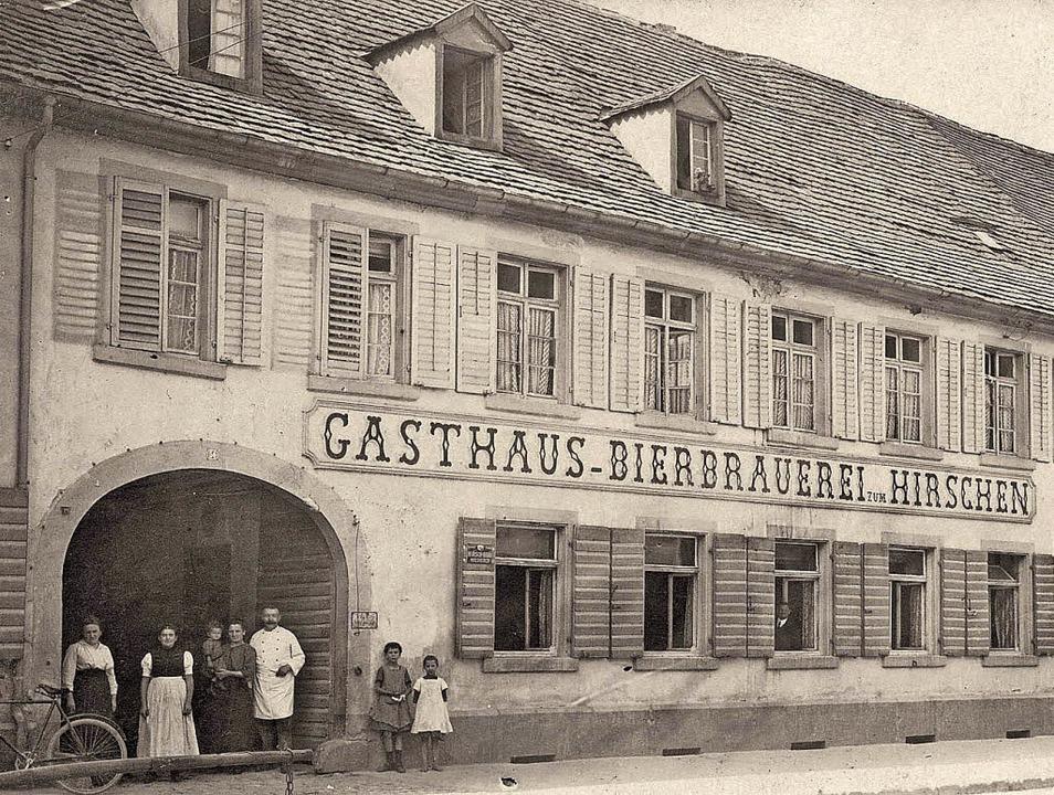 Das Stammhaus der Brauerei in der Wald...aurationsgebäude am Stadtrain (rechts)  | Foto: Hirschenbrauerei