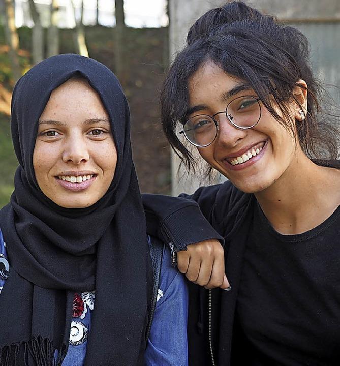 Neue Freunde: Nawres (rechts) und Malek aus Tunesien  | Foto: Susanne Gilg
