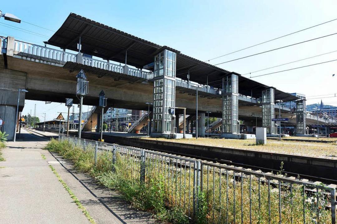1000 Straßenbahnen fahren am Tag über die Stadtbahnbrücke.  | Foto: Rita Eggstein