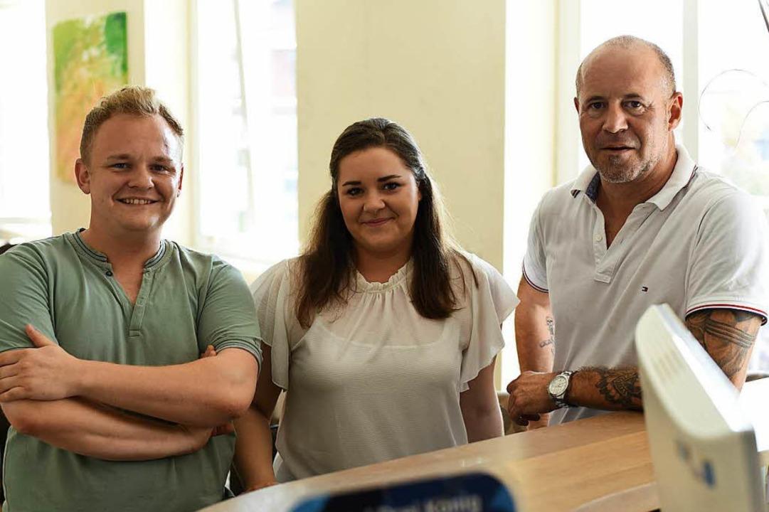Nicolai, Larissa und Rainer Wiedmer (von links)  | Foto: Jonas Hirt