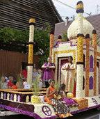 Eine Blumenwagenparade am Sonntag ist der Höhepunkt in Erstein