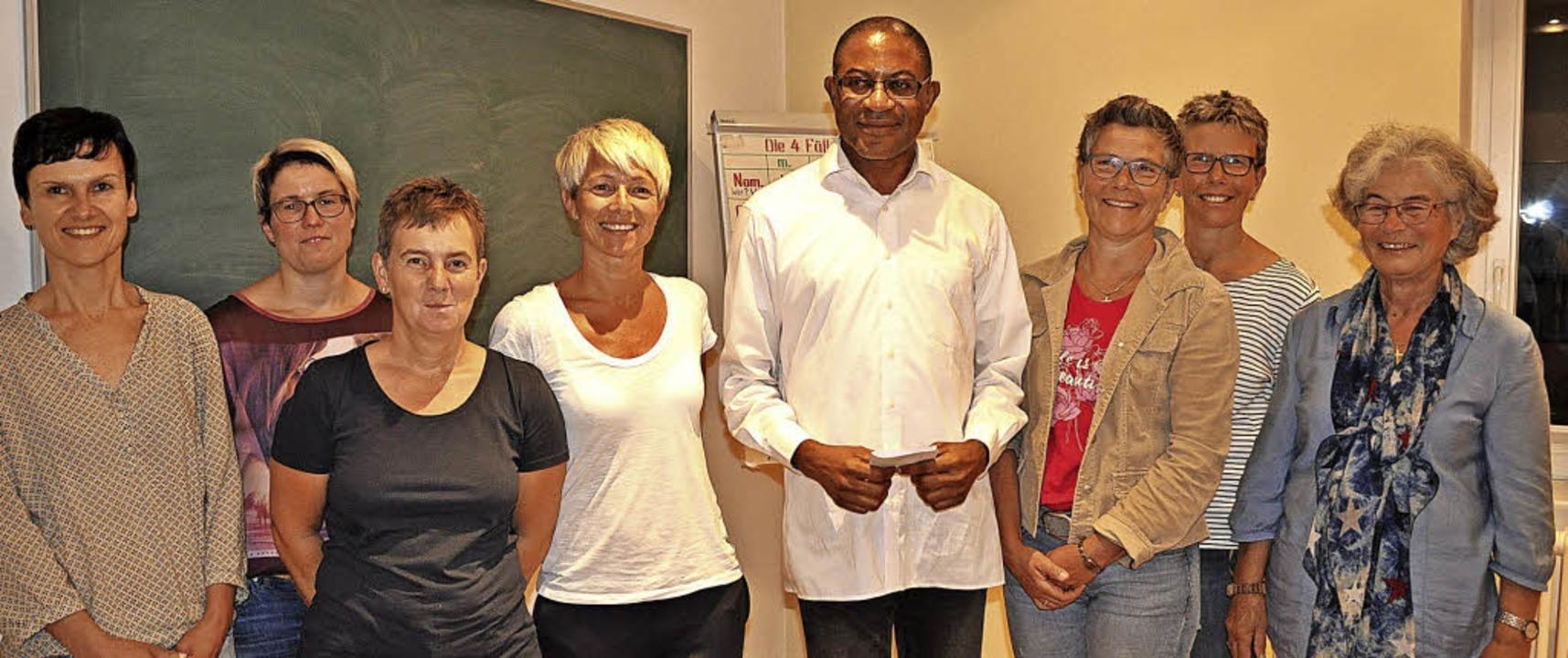 Die kfd Birkendorf überreicht an Pfarr...-Stulz, Ute Blatter und Aurelia Zolg.   | Foto: Ursula Ortlieb
