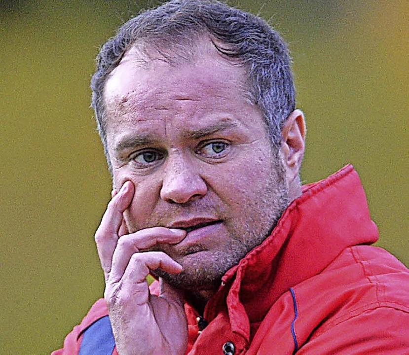Die Sorgenfalten bei Trainer Zeljko Cosic werden größer.   | Foto: Seeger