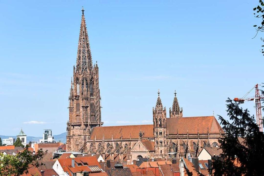 Ungewohnt: Endlich wieder freier Blick...Münsterturm – nach zwölf Jahren.  | Foto: Rita Eggstein