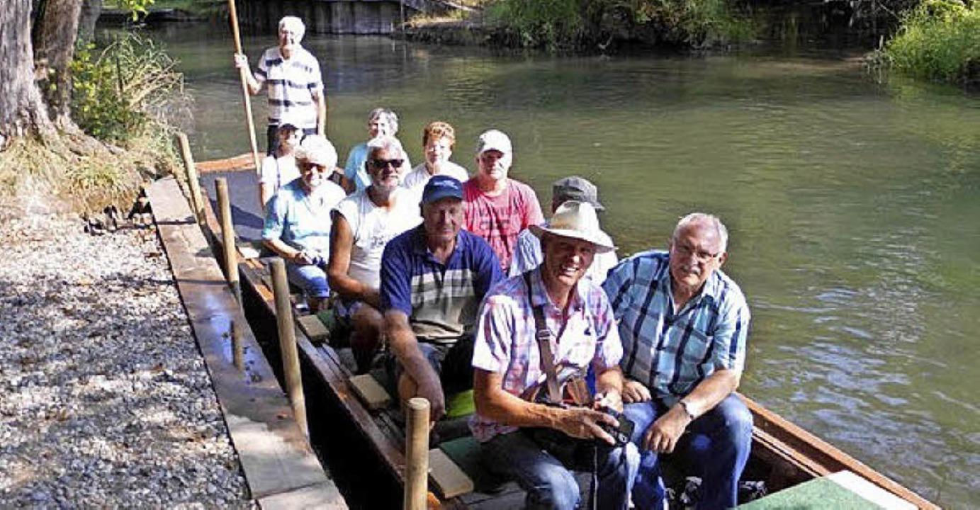 Historienmitglieder und Familie Hey im Boot  | Foto: Rudi Rest