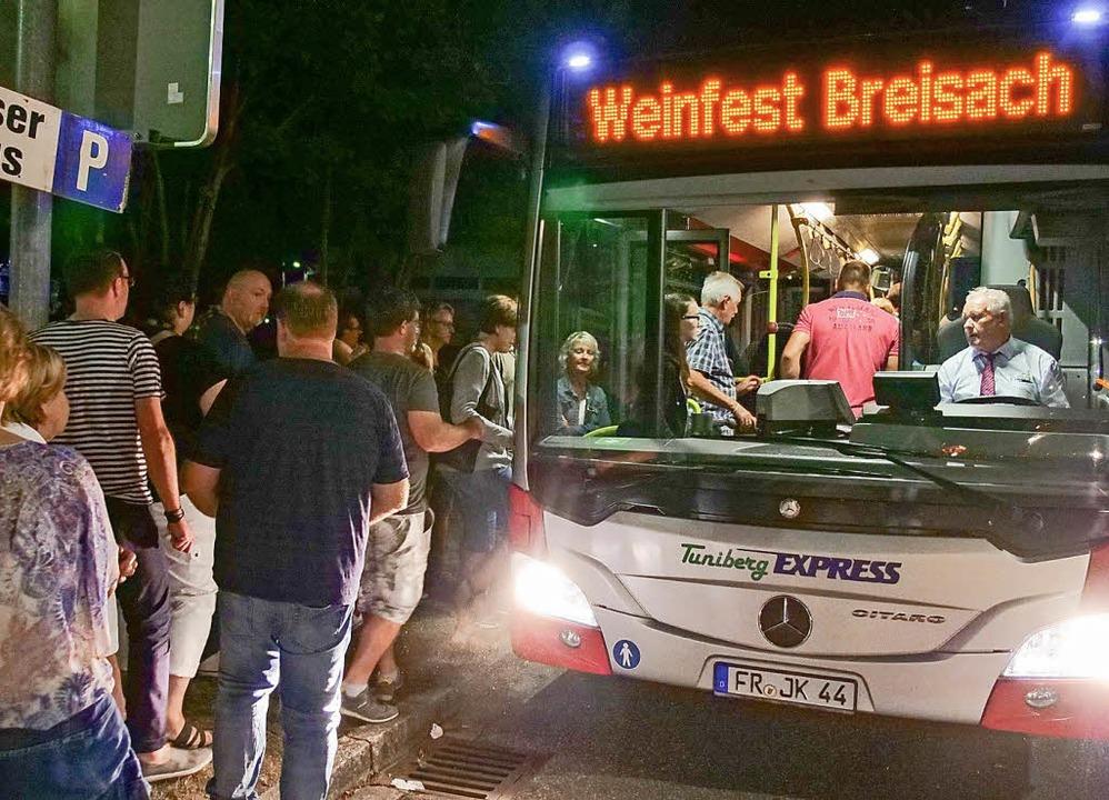Teilweise bis weit nach Mitternacht fa...se während des  Breisacher Weinfestes.  | Foto: Patrick Kerber