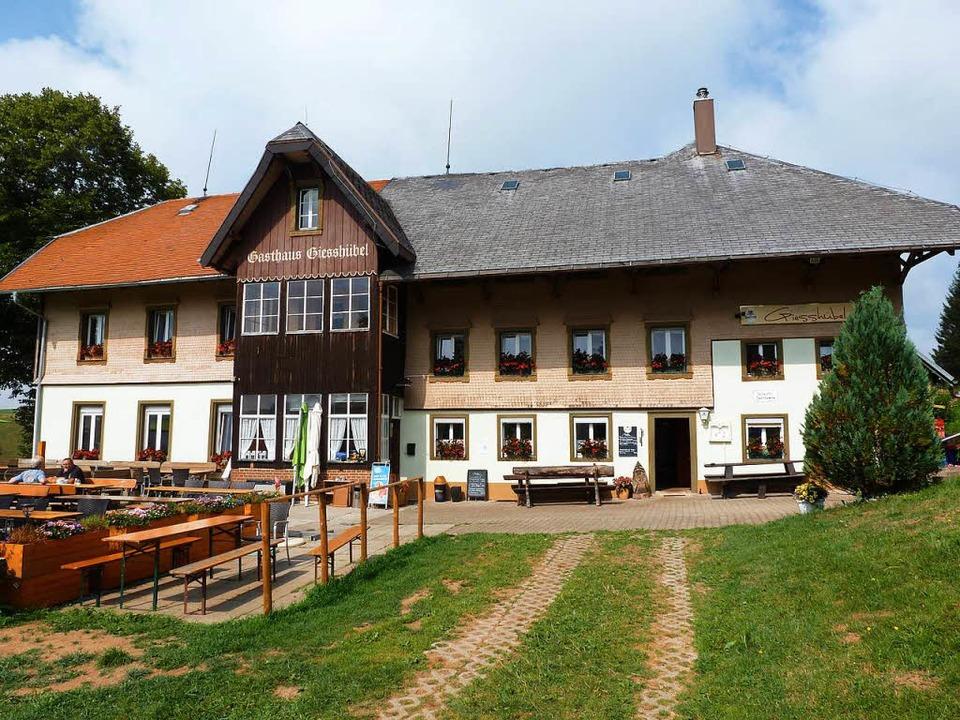 Das Berggasthaus Giesshübel auf dem Mü...Stohren ist wieder mit Leben erfüllt.     Foto: Eberhard Groß