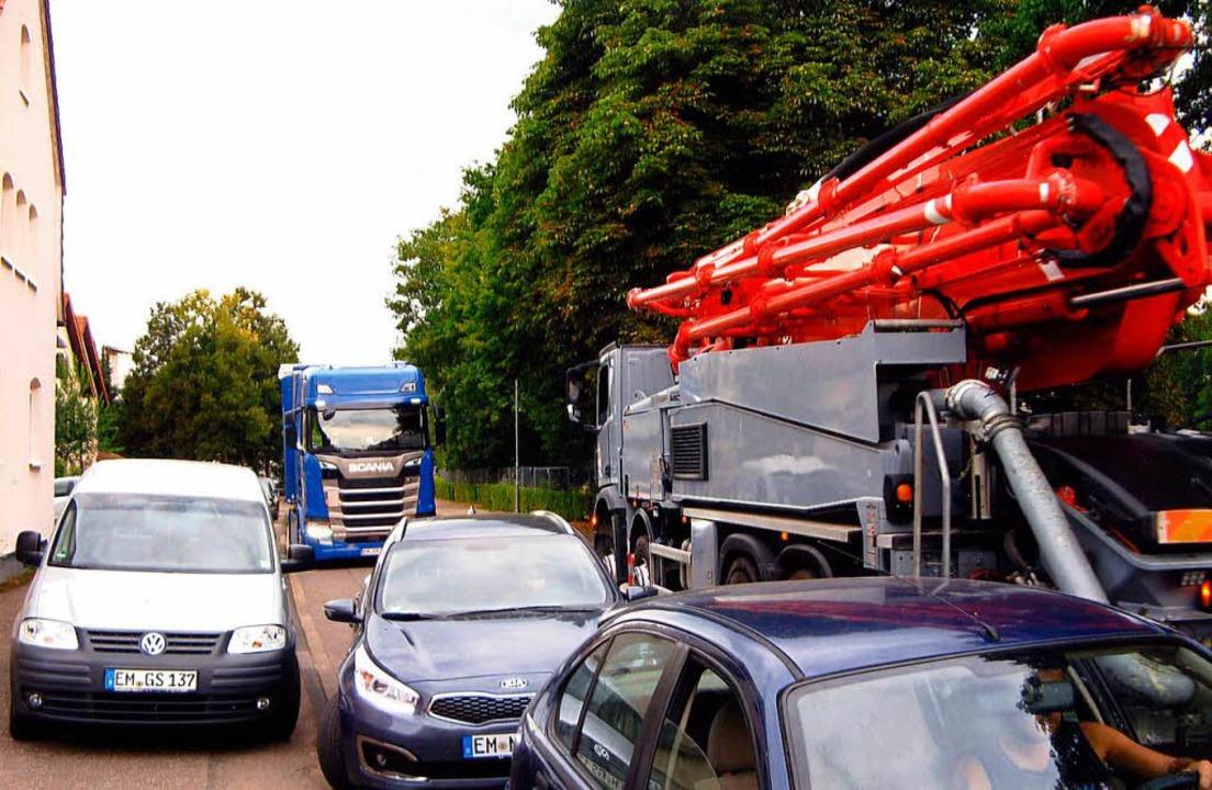 Chaos fast Tag für Tag: Auf der Straße...iche Situationen im Begegnungsverkehr.  | Foto: Gerhard Meier