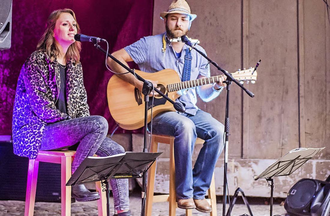 "Blues-Folk-Rock bot das Duo ""Mundpropaganda"" im Winzerhof.  | Foto: Alexander Anlicker"