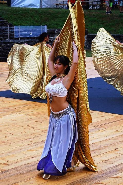 Tänzerinnen aus Italien führen antike Tänze auf.  | Foto: Thomas Loisl Mink