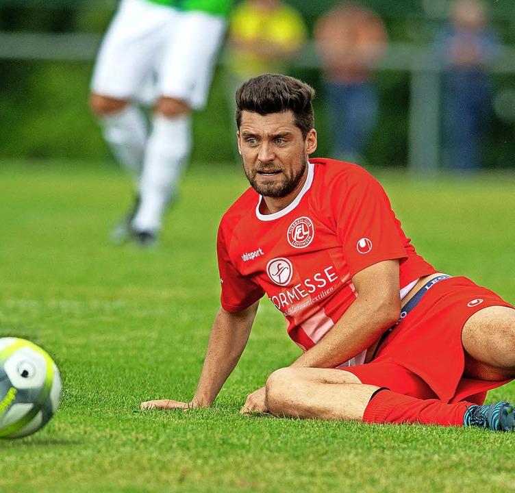 Er kann auch im Sitzen Tore erzielen, ...er Mann für die Tore beim FC Löffingen  | Foto: Wolfgang Scheu (A)