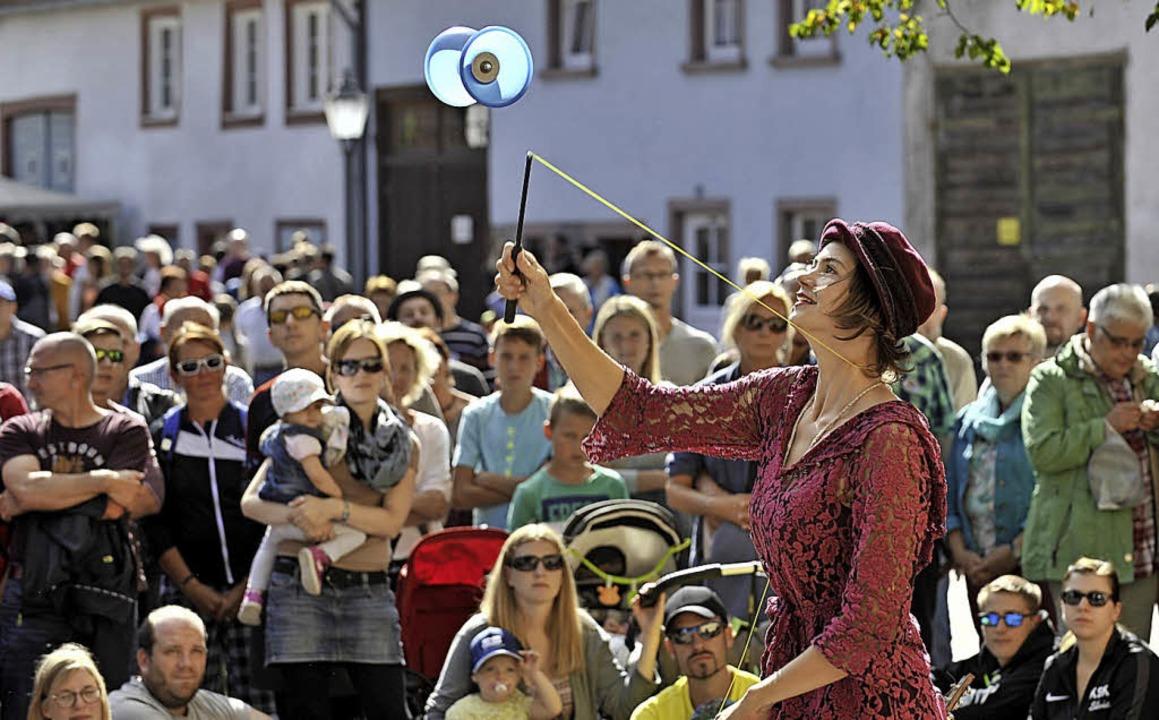 Maria schart  etliche Zuschauer um sich.   | Foto: Roland Sigwart