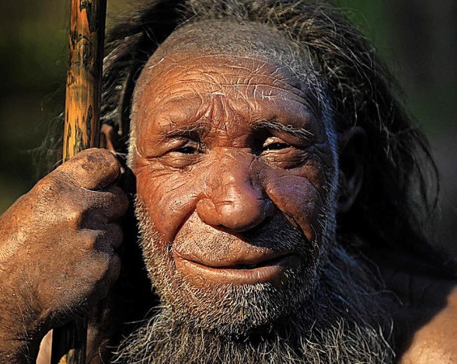 Nachbildung eines Neandertalers im Museum von Mettmann.   | Foto: dpa