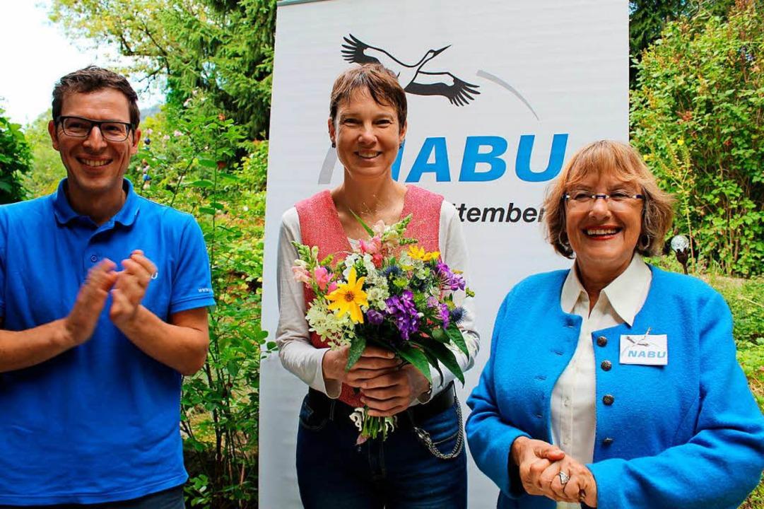 Nabu-Landesvorsitzender Johannes Enssl...te Susanne Rosenfelder  in ihre Mitte.  | Foto: Erich Krieger