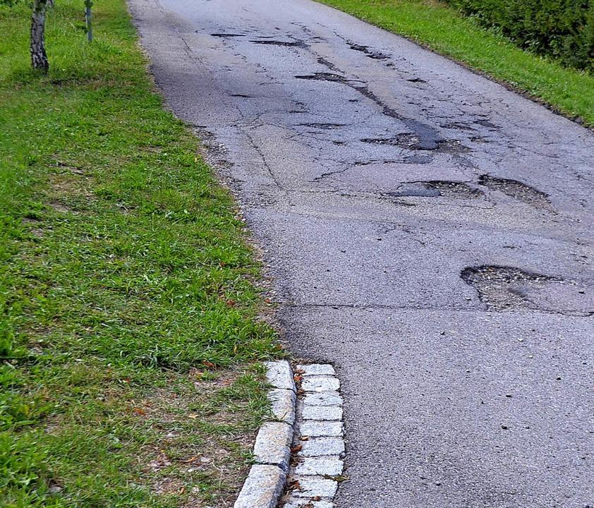 Der Birkenweg in Friedenweiler wird sa...eichen derzeit in die Grasfläche aus.   | Foto: Liane Schilling
