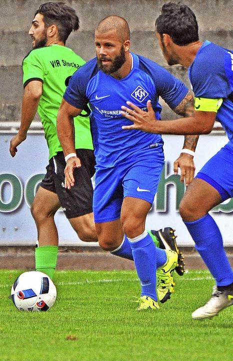 Mit Volldampf nach vorne: Dominic D&#8...ogel treiben das Spiel der Blauen an.   | Foto: Wolfgang Scheu