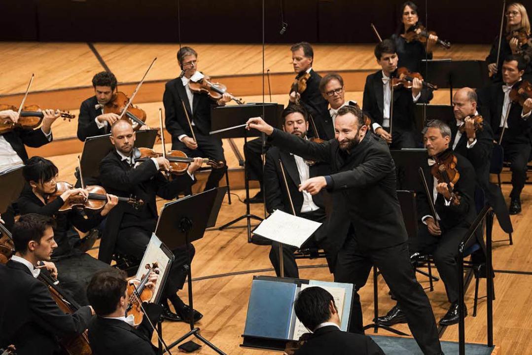 Klare, fast tänzerische Körpersprache:... Petrenko dirigiert Beethovens Siebte.  | Foto: Priska Ketterer / LUCERNE FESTIVAL