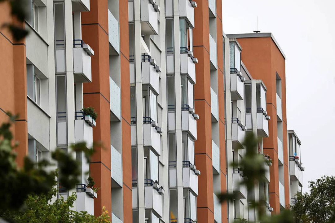 Mietwohnungen sind in Ballungszentren knapp.   | Foto: DPA